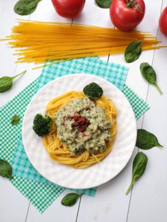 Kremowy sos złodygą brokułu